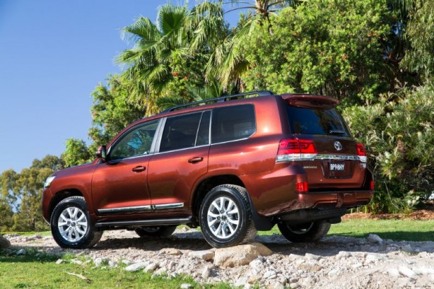 2015 Toyota Landcruiser 200 Series rear quarter