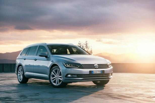 2016 Volkswagen Passat Highline Wagon front quarter