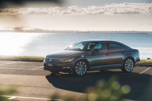 2016 Volkswagen Passat Highline front quarter