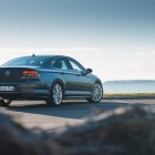 2016 Volkswagen Passat Highline rear quarter