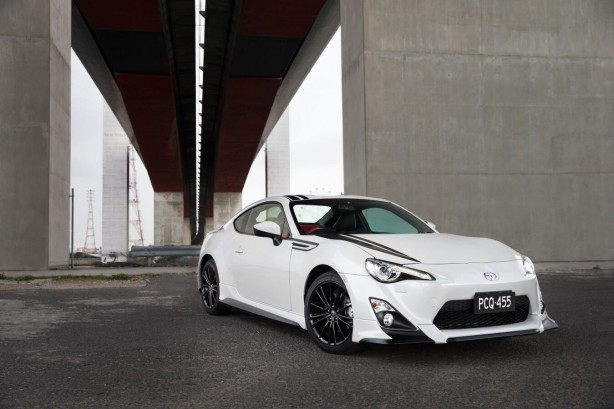 2015-toyota-86-blackline-edition-front-quarter3