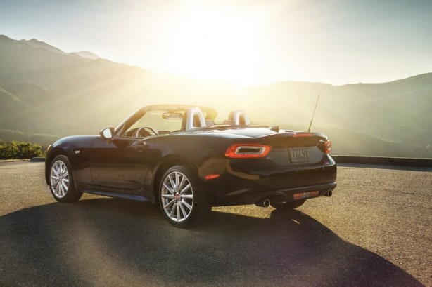 2016 Fiat 124 Spider rear quarter