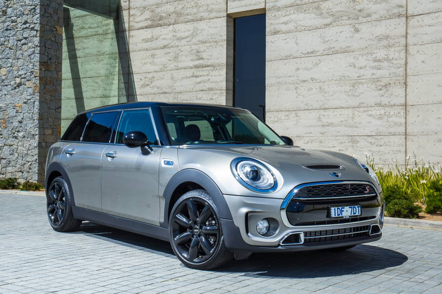Souvent MINI Cars - News: New 2016 Clubman receives a Shooting-Brake revamp UH16