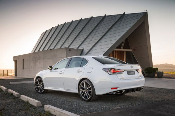 2015 Lexus GS 200t F Sport rear quarter