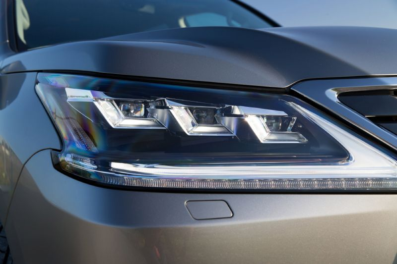 2015-Lexus-LX-570-LED-headlight - ForceGT.com