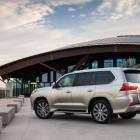 2015-Lexus-LX-570-rear-quarter