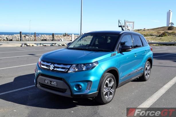 2015 Suzuki Vitara RT-X front quarter