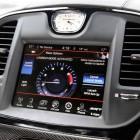 2015-chrysler-300-srt-facelift-infotainment