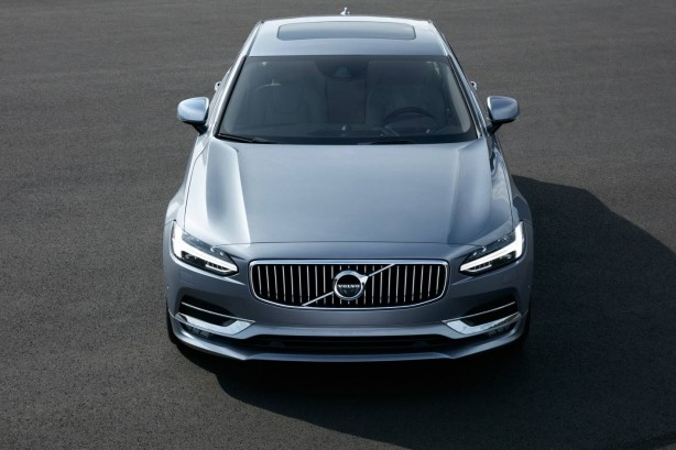 2016 Volvo S90 sedan front