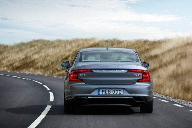 2016-Volvo-S90-sedan-rear