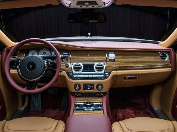 Rolls-Royce Ghost Red Diamond dashboard