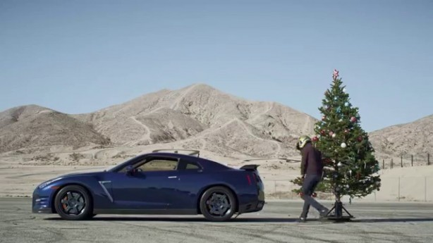Undecorating the Christmas Tree with a Nissan GT-R <div class=