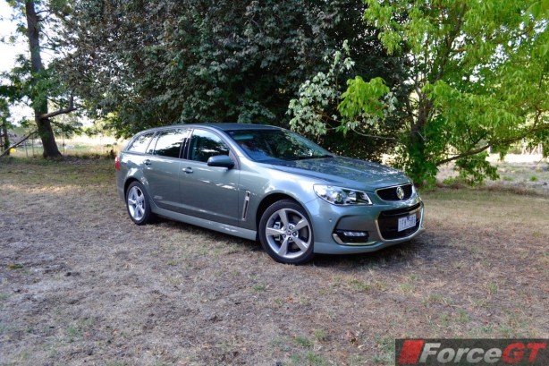 2015 Holden VFII Commodore Sportswagon front quarter-2