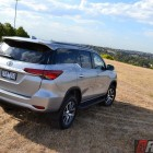2016-toyota-fortuner-top-rear