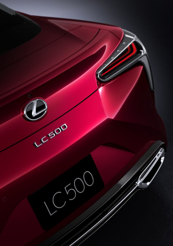 2017 Lexus LC 500 coupe rear-1