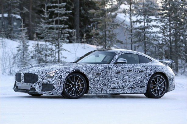 2017-mercedes-amg-gt-r-spy-photo-2