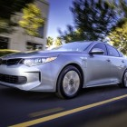 2016-kia-optima-plug-in-hybrid-front-quarter