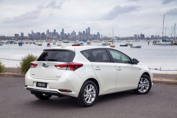 2016-toyota-corolla-hybrid-hatch-rear-quarter