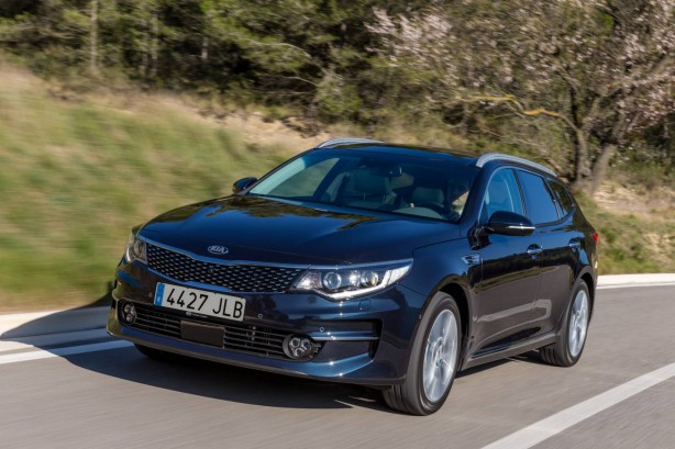 2017 Kia Optima Sportswagon front quarter