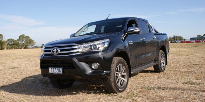 Toyota HiLux Review: 2016 HiLux SR5 Manual