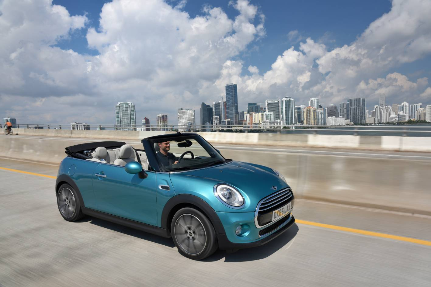 mini cars new 2016 cooper convertible pricing and specs. Black Bedroom Furniture Sets. Home Design Ideas