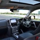 2016-toyota-landcruiser-sahara-interior