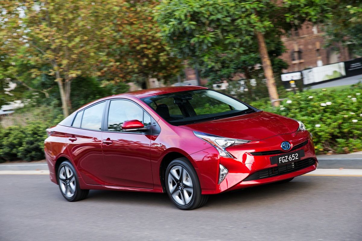 toyota cars news 2016 toyota prius pricing and specification. Black Bedroom Furniture Sets. Home Design Ideas