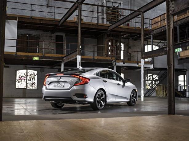 2017-honda-civic-sedan-rear-quarter