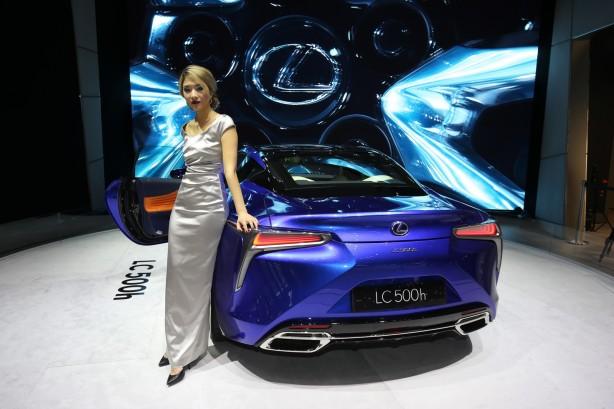 2017-lexus-lc-500h-geneva-motor-show-rear