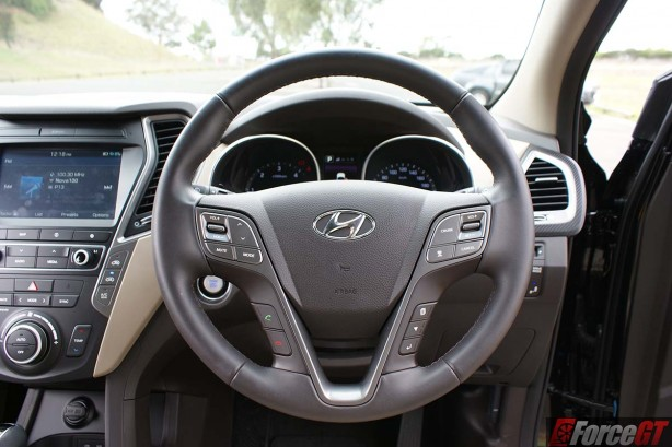 hyundai-cars-2016-hyundai-santa-fe-review-sr-automatic-steering-wheel