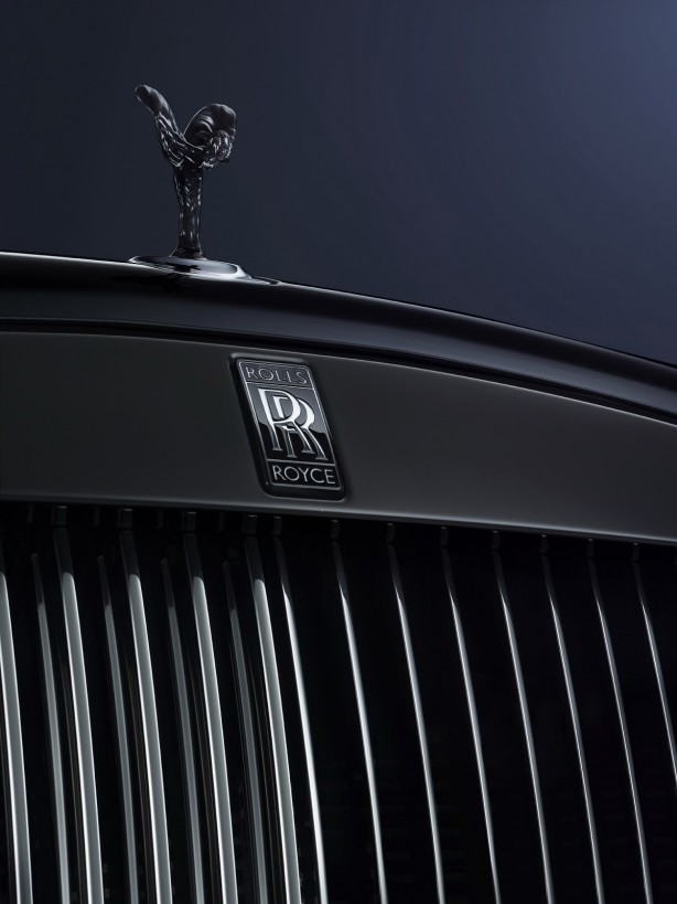 Rolls-royce-cars-ghost-black-badge-edition-2016-geneva-motor-show-grille-hood-ornament-signature