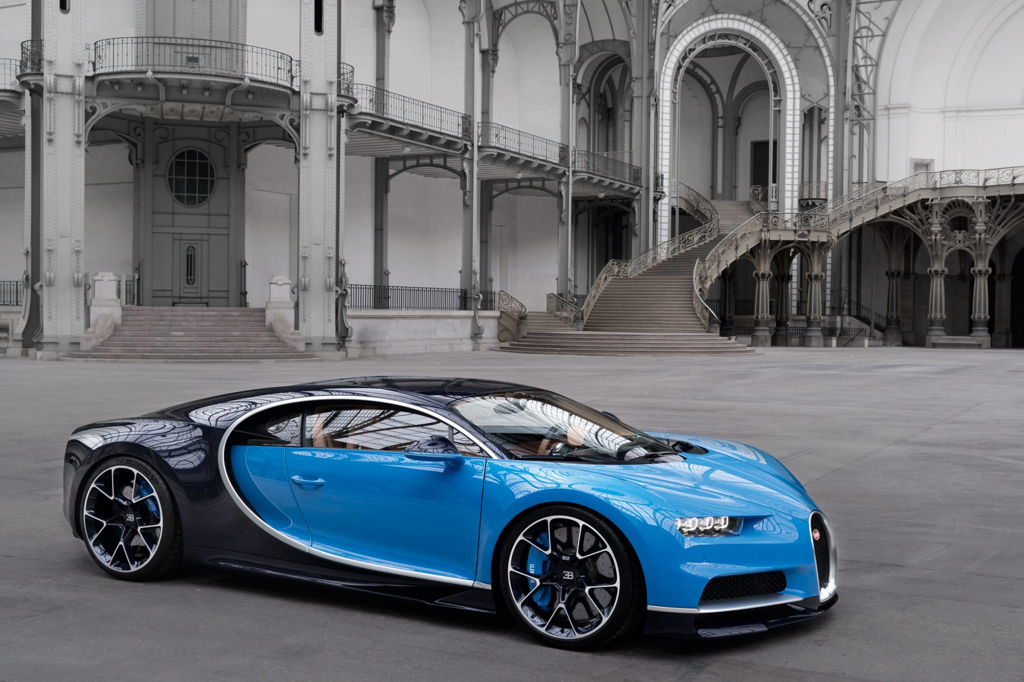 3 4m 2016 bugatti chiron is even more bonkers than the veyron. Black Bedroom Furniture Sets. Home Design Ideas