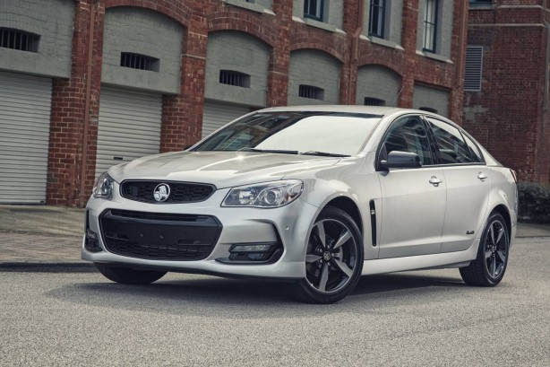 2016 holden commodore black front quarter