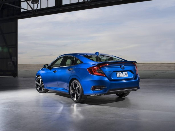 2016-honda-civic-rs-rear-quarter