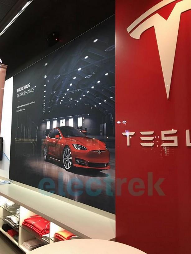 Tesla-Model-S-2017-facelift-tesla-store