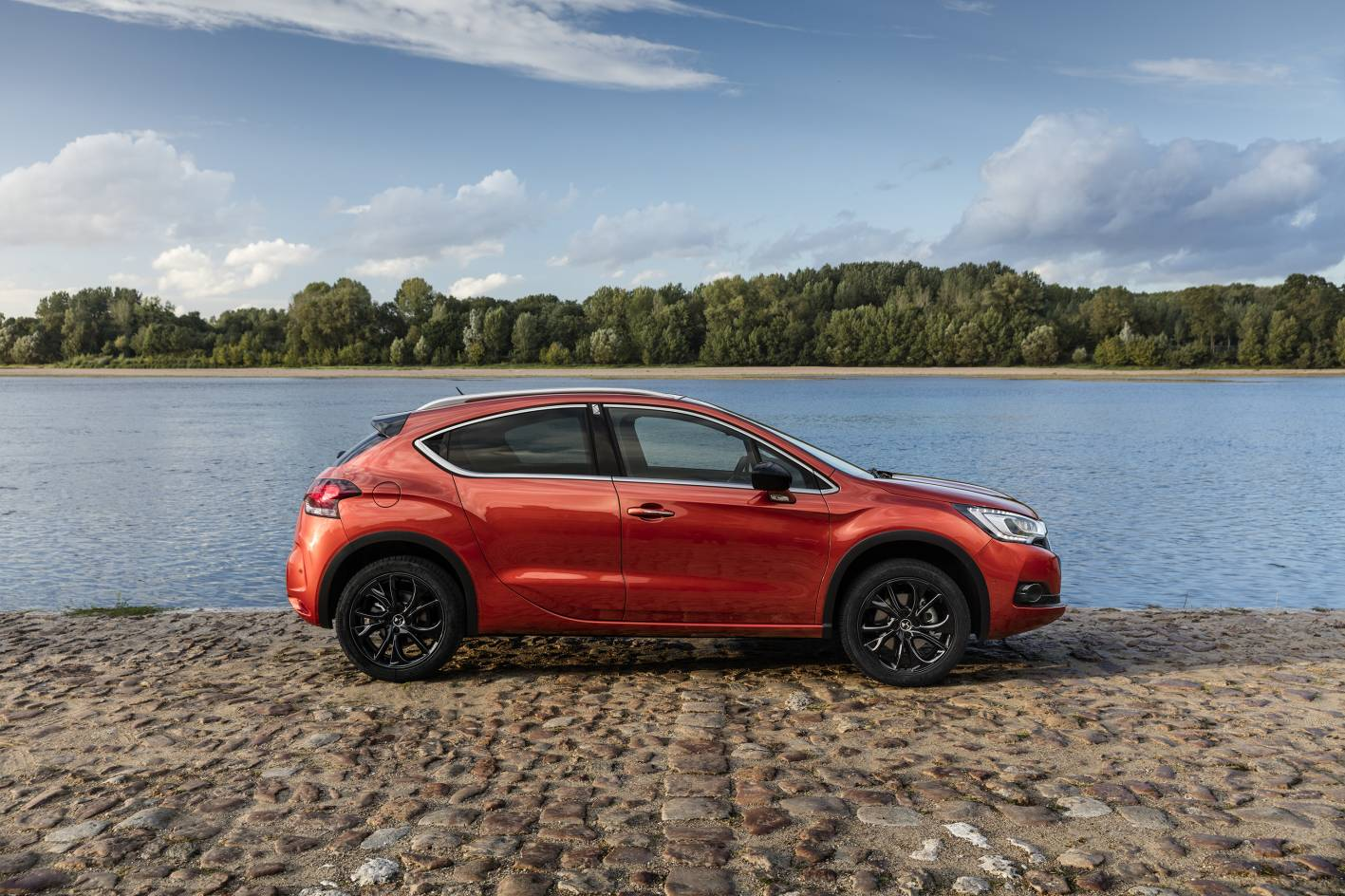 citroen ds 4 crossback launched from 46 990. Black Bedroom Furniture Sets. Home Design Ideas