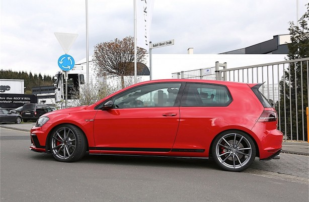 volkswagen golf gti clubsport s side