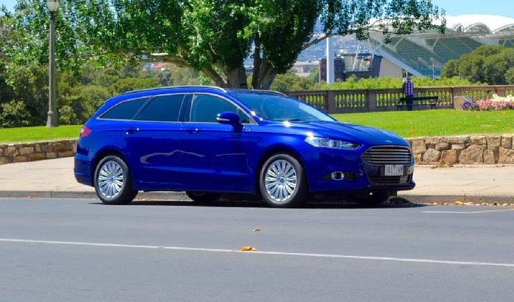 2016-ford-mondeo-trend-wagon-front-quarter