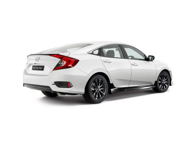 2016-honda-civic-black-pack-rear-quarter