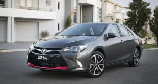 2016-toyota-camry-facelift-front-quarter3