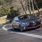 2016-toyota-camry-facelift-rolling