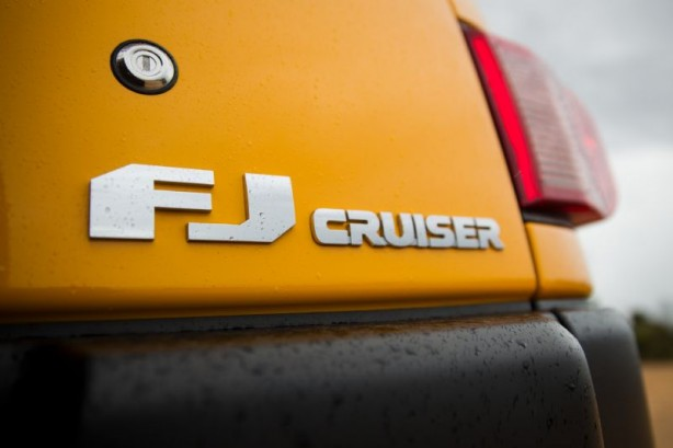 2016 toyota fj cruiser badge