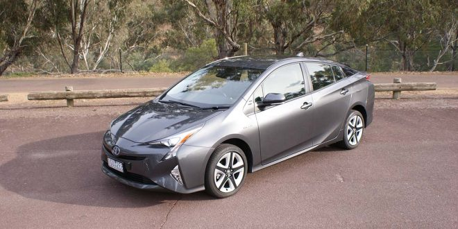2016 Toyota Prius i-Tech Review