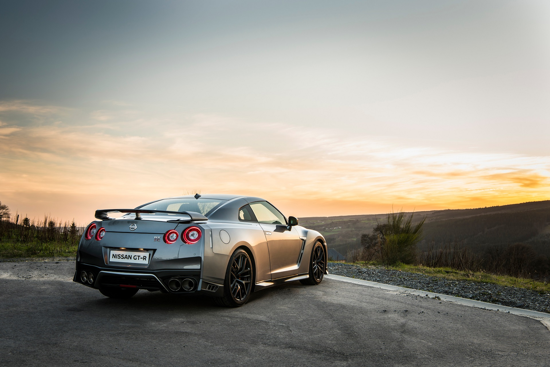 2017 nissan gt r detailed in new video and photos. Black Bedroom Furniture Sets. Home Design Ideas