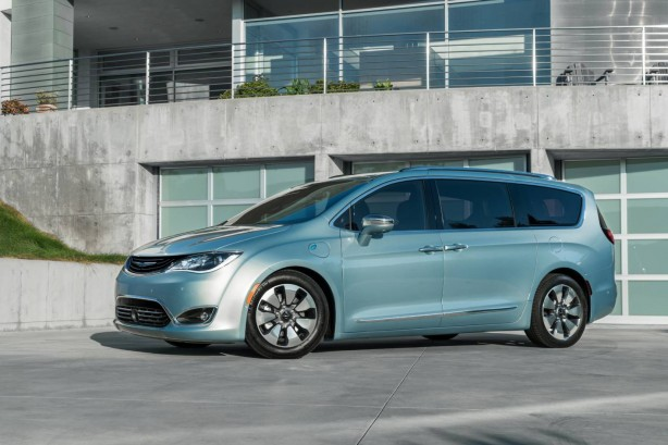 forcegt-fca-google-partnership-autonomous-minivan-front-side