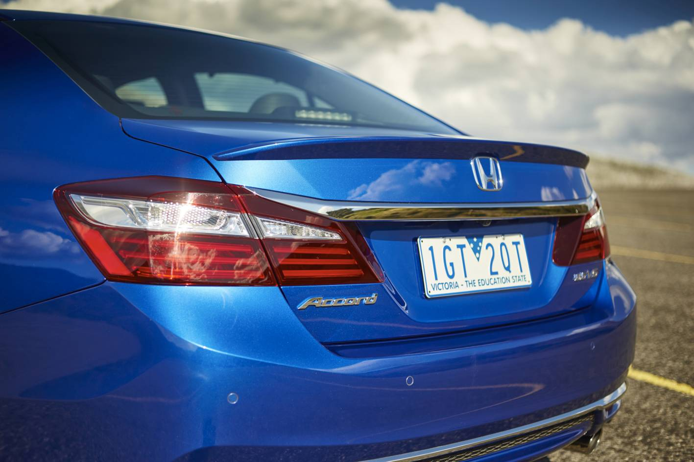 honda accord facelifted   price  features