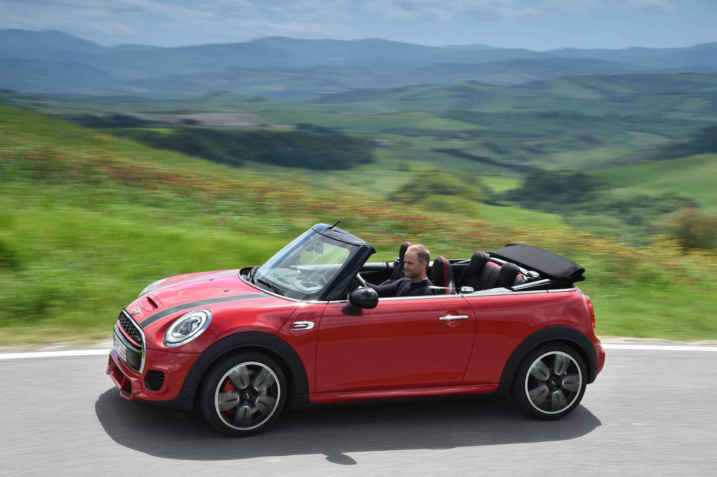 2016 mini john cooper works goes topless in new convertible guise. Black Bedroom Furniture Sets. Home Design Ideas