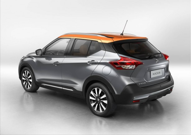 nissan kicks rear quarter
