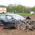 tesla model s crash in germany front quarter-1