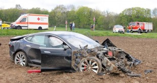 tesla model s crash in germany front quarter-1